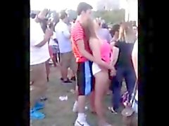 Leva ocultada - Adolescente con los muy caliente en concierto