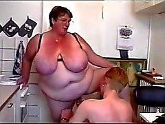 BBW Threesome # 6. ( FAT mummi ja kahta Nuorten Pojat )