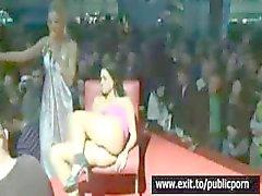 Offentlig onani och orgasm Contest på scen