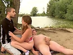 Eski güveç lanet gençler bulanmış kız Doggystyle hoşlanır