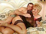 Grand maman bénéficie d'un bon sexuels avec son petit ami