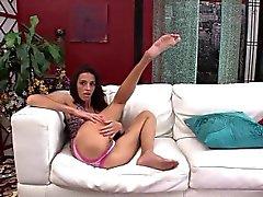 Skinny de MILF Khloe Kash Coloca em um bom show