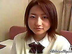 Ensikertalaisen japanilainen teini 18.