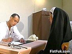 Bu kirli doktorlar rahibeli seksi şeyler