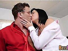 Exquisita Milf Veronica Avluv penetrada con la mano y follada