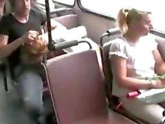 Flicka knullar av buss