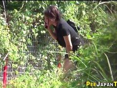 Aasian Pisses metsässä
