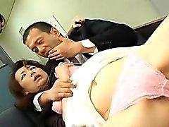 Miki и маму есть волосатый трещин и горловины трахают людям