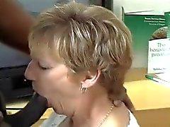 christine - britains en pis babaanne & Arkadaşları Göster 2.