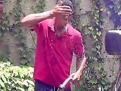 Homo- afrikkalainen Twinks vitun ulkoilma Carwash