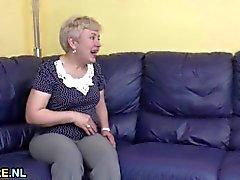 Parbarn ger ett mogna tanten delta i
