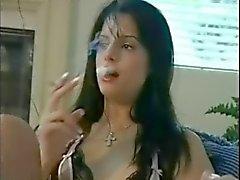 курение брюнет