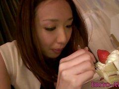 Den japanska Beauty pussylicked samt fingerförsedd