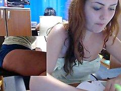 Vackert amatörer flickan i härlig mesar fingrar hennes fitta i