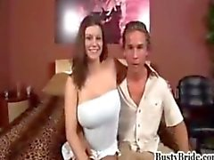 Busty bruid Sara Stone wordt geneukt door een andere man