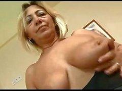 Pervert Mogen kvinna älskar ungtupp Av TROC