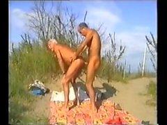 gegerbt Strand Daddies mit Zuschauern