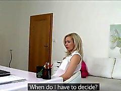Unglaubliche schauen blondes Linda versucht ihr viel Glück zu Besetzung