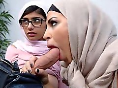 Naher Osten der Frauen teilten sich einen das Glück Hahn