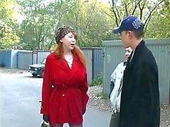 2 çocuklar tarafından becerdin Olgun Rus kızıl saçlı