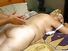 Gras Mature Fucks Le massages de garçon par les dow50