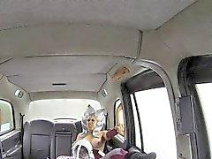 Kostümierter Nutte gefickt Taxifahrer