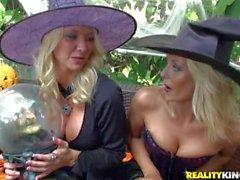 Bombasses blondes en cornées d'aquarium populaire et la de Jana jouer dur