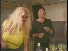 Picos peituda loira Pamela assume dois meninos bi e dildos uma bunda