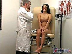 Doktor MiKayla görmek için memnun olduğunu