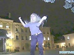 HornyAgent Горячая блондинка милф получает выебанная за наличные деньги в автомобиле