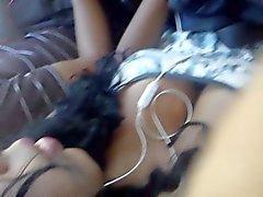 Libertine fille noire dans le bus