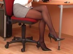 Siyah külotlu seksi sekreter