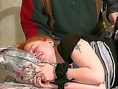 Fat corseted punapää valtava häpy huulet saa hänen tissit kiinnitetty kova ja karkea