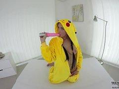 Sexigt pokemon Nicole älskar i VR pussy masturbationen