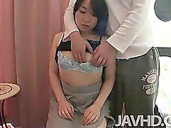 Mayu Кудо найдет она волосатая киска наполнен напряженный член