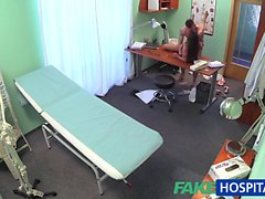 FakeHospital Genç doktor onun seksi yeni hemşire sikikleri