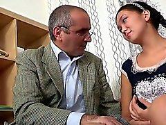 Nautinnollista tyttö saa villi poraus kiimainen vuotias opettaja
