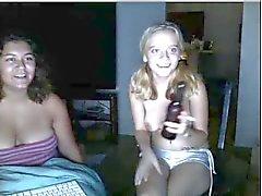 Brittany Bitch masturberen poesje met een dildo