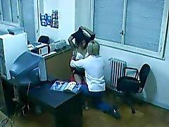 Office neuken gevangen door verborgen cam