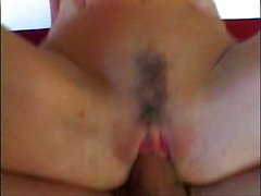 Fort de gros seins et le visage sexy de au Jizz sur