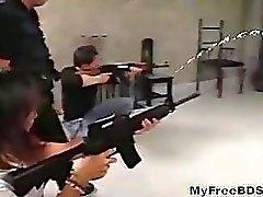 Bdsm japonês usa uma arma especial