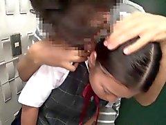 Busty a connettore bocca studentessa giapponese scopata