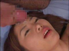 Japan älva får ansiktet täckt på satsen efter att gänget gruppknullas