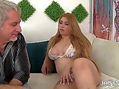 Duro del sexo de Asia más regordete Arianny a Koda atractiva y cachondo