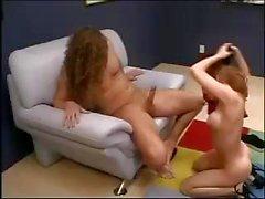 Готическая тетка при тощего фигуры Pason нравятся его в ее трудную задницу