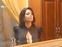 Veronica Avluv se vestir de lingerie e meias