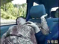 avó asiáticos em ônibus
