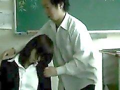 Drugged Hasta Asia del profesor utilizado por los estudiantes