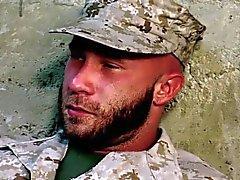 Lederfarbener Soldaten bears Spermaspiele