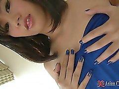 Strip tease et le du pied asiatiques Lecture